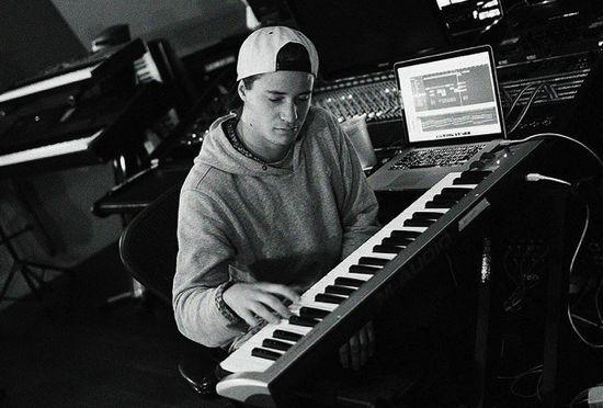 "Kygo Shares Unreleased 3 Minute Tropical ""Piano Jam"""