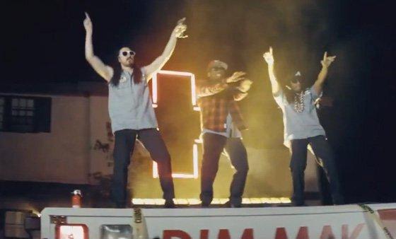 Steve Aoki - Emergency ft Lil Jon & Chiddy Bang (Music Video) : Hilarious Electro / Hip-Hop Music Video