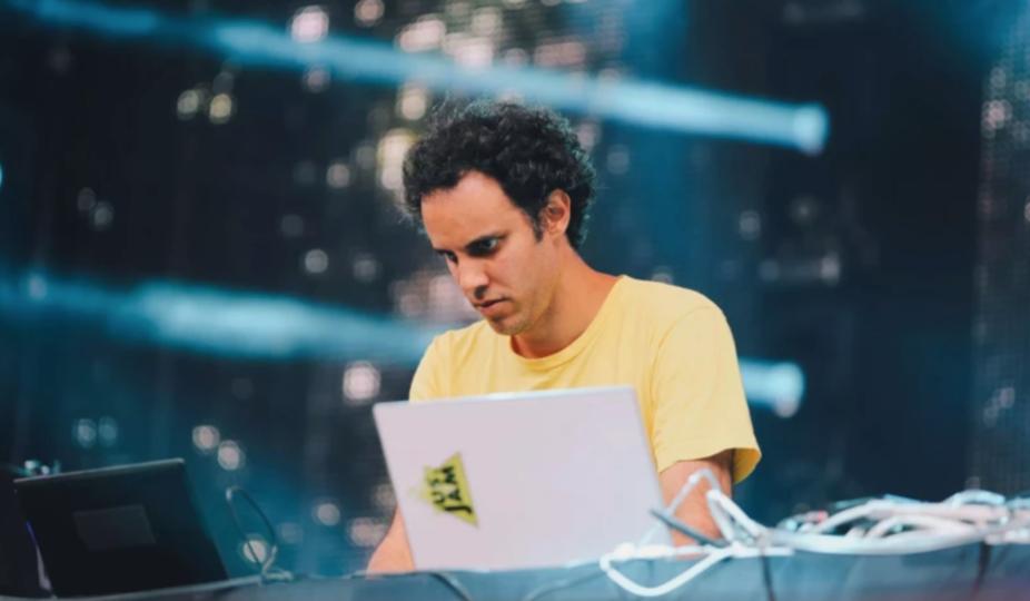four tet DJ